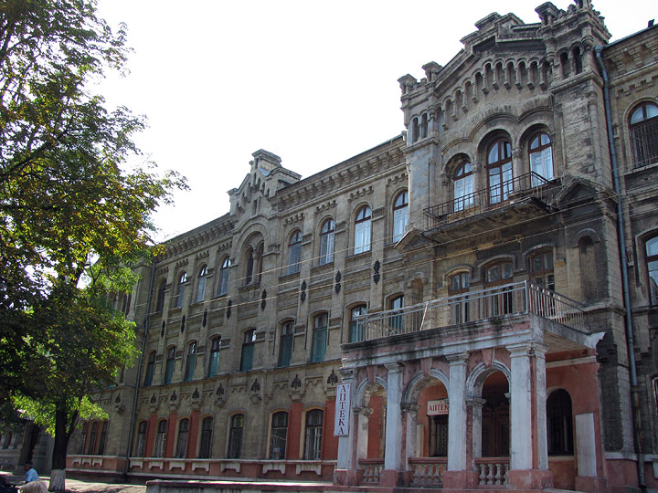 Одесская мэрия обещает отремонтировать в кратчайшие сроки одно из старейших зданий Одессы - инфекционную больницу.